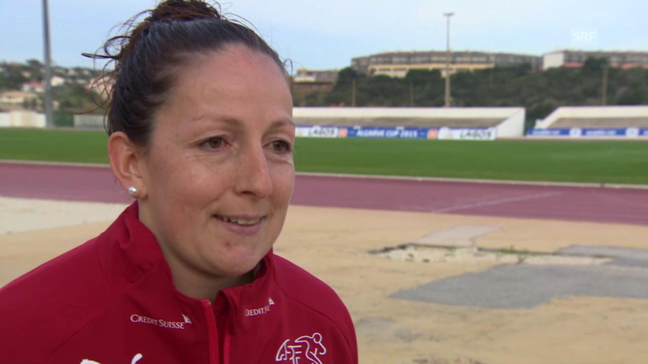 Fussball: Algarve Cup, Schweiz - Island, Interview mit Martina Moser