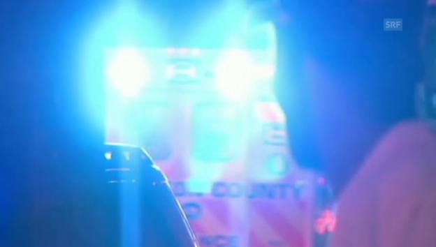 Video «Polizei-Einsatz in Charleston (unkommentiert)» abspielen