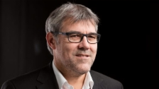 Link öffnet eine Lightbox. Video Roger Schawinski im Gespräch mit Eric Nussbaumer abspielen