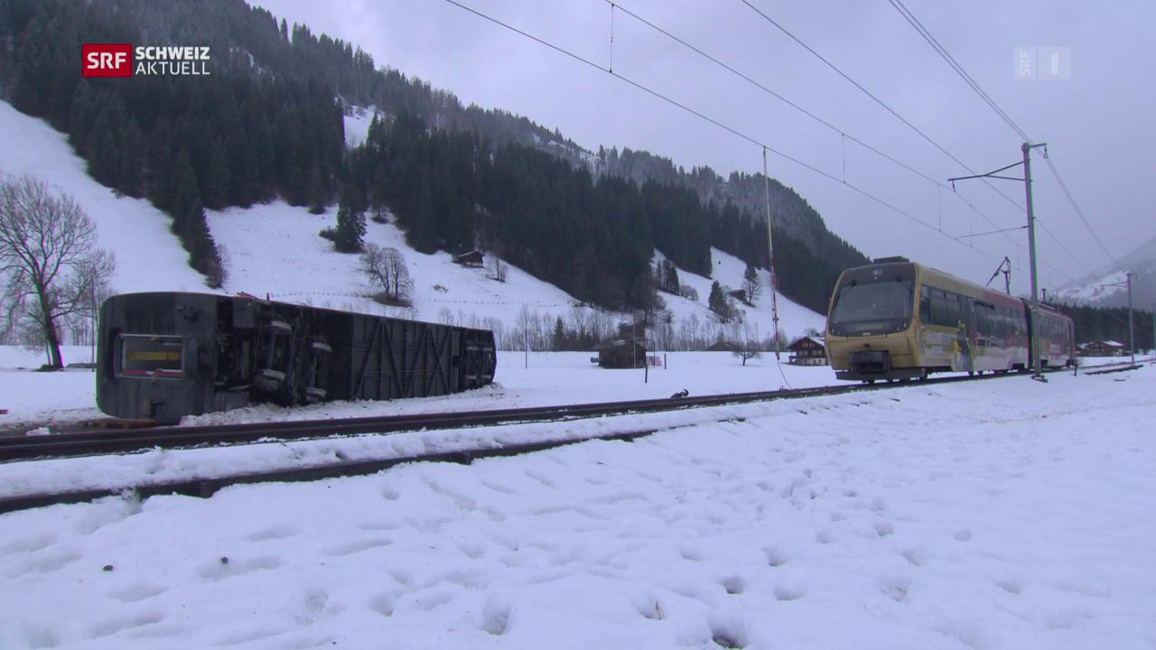 Sturm hebt Zugwagon aus den Schienen