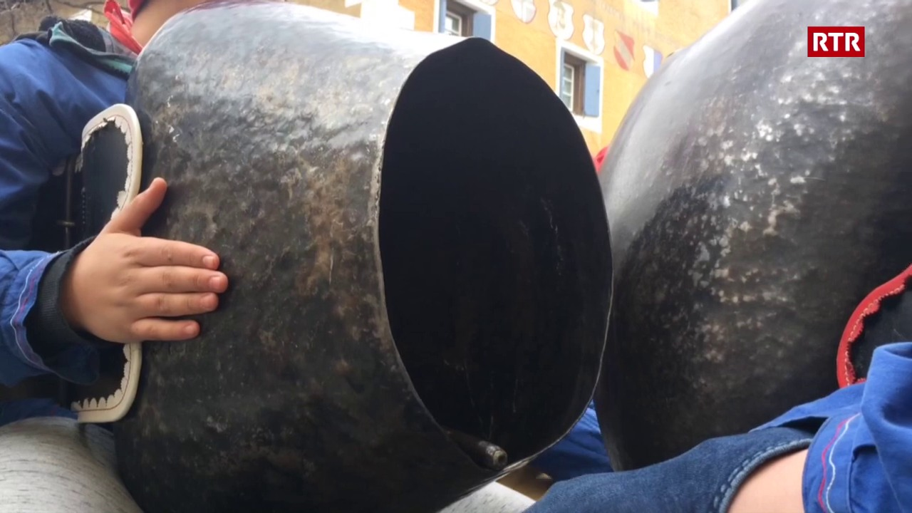 Chalandamarz a Zuoz – plumpas e stgellas