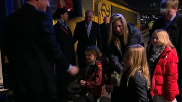 Video «Niederländische Königsfamilie auf dem Weg nach Lech (unkomm. Video)» abspielen
