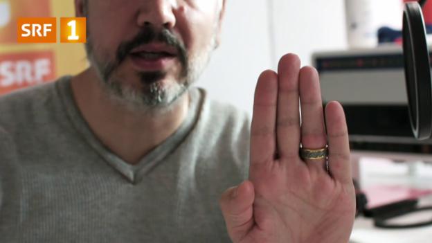 Video «Fingerring klemmt? Ein Faden hilft» abspielen