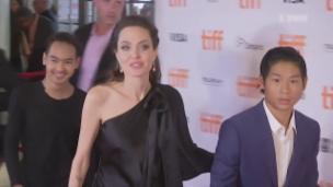 Video «Angelina Jolies Adoptivsohn (16) ist jetzt Filmproduzent» abspielen