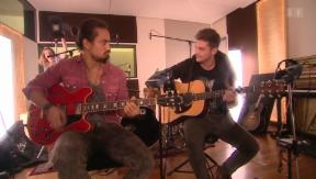 Video «Musikalisch: Hockey-Profi Eric Blum mit Bastian Baker» abspielen