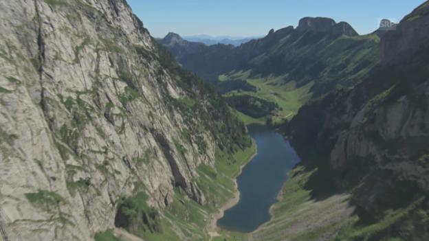 Video ««Hüttengeschichten» 2013: Die Hundsteinhütte aus der Luft» abspielen