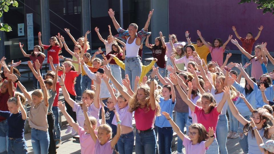 #SayHi: Tanzen für Freundschaft, gegen Mobbing & Ausgrenzung