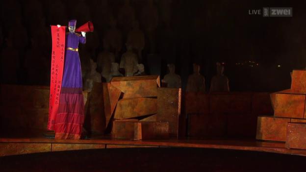 Video «Turandot in Bregenz - vor und hinter den Kulissen eines Operndramas» abspielen