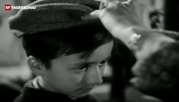 Video «Kleiderstuben der Winterhilfe (Schweizer Filmwochenschau, 29.10.1943)» abspielen