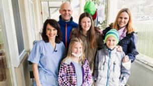 Video «Auf der Kinderkrebsstation (1/5)» abspielen