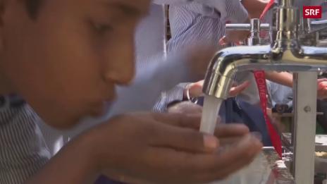 Link öffnet eine Lightbox. Video Sauberes Trinkwasser ist Mangelware abspielen