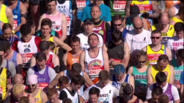 Video «Leichtathletik: Schweige-Minute beim London-Marathon» abspielen