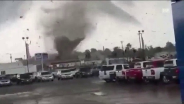 Video «Wie ein Tornado in Kentucky City wütete» abspielen
