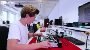 Video «Tim Appenzeller: Multimediaelektroniker» abspielen