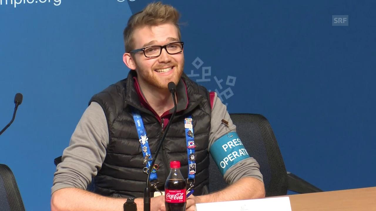 Medien-Vertreter des IOC singt beim Sound-Check
