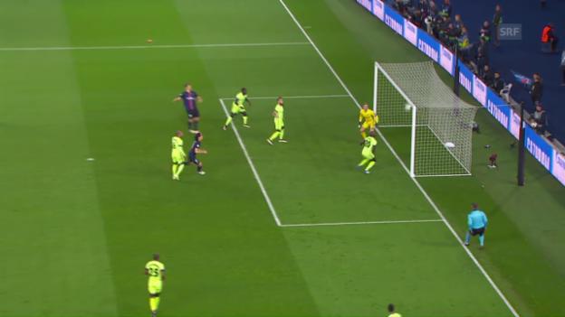 Video «Ibrahimovics Kopfball landet im CL-Viertelfinal gegen Manchester City an der Lattenunterkante» abspielen