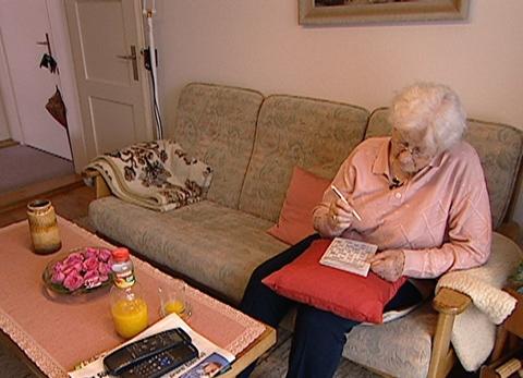 Video «Trickbetrüger: Falsche Enkel nehmen Rentnerinnen aus» abspielen