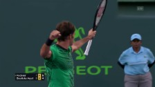 Link öffnet eine Lightbox. Video Federer behauptet sich gegen Bautista Agut abspielen