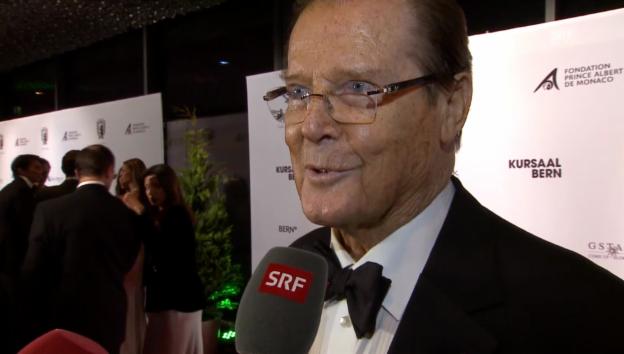 Video «Roger Moore weiss, wie Fürst Albert ansprechen» abspielen