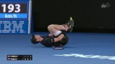 Video «Schrecksekunde: Murray knickt um und geht zu Boden» abspielen