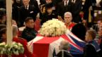 Video «Königin Elisabeth erweist Margaret Thatcher die letzte Ehre» abspielen