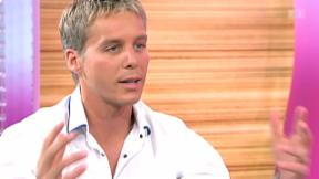 Video «Live im Studio: Moderator Reto Scherrer» abspielen