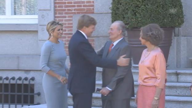 Video «Bussi, Bussi: Juan Carlos wird mit Küssen eingedeckt» abspielen