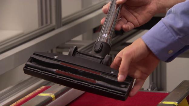Video «Staubsauger im Test: Was leisten stromsparende Geräte?» abspielen