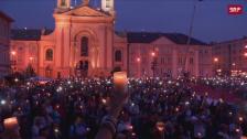 Link öffnet eine Lightbox. Video Proteste vor dem Senatsgebäude in Warschau abspielen
