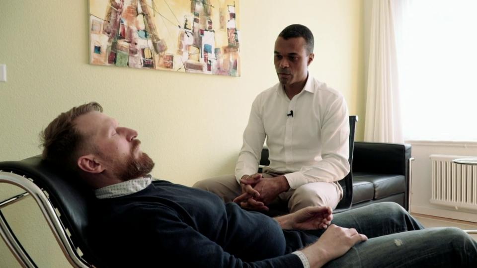 Ray Popoola: «Nicht jeder reagiert gleich schnell auf Hypnose»