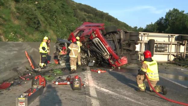 Video «Schwerer Verkehrsunfall im Tessin» abspielen