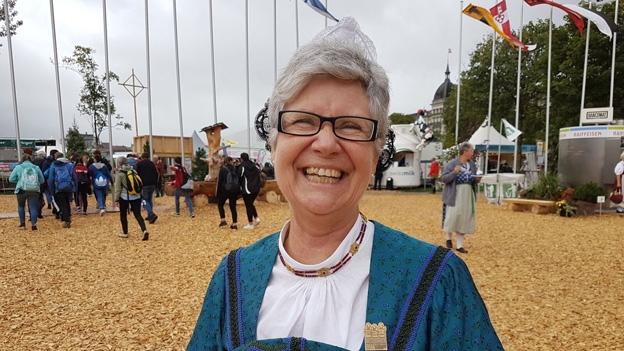 Silvia Käslin trägt die Ennetbürgener Dorftracht