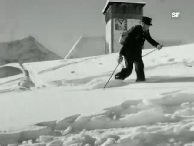 Skifahrende Briefträger