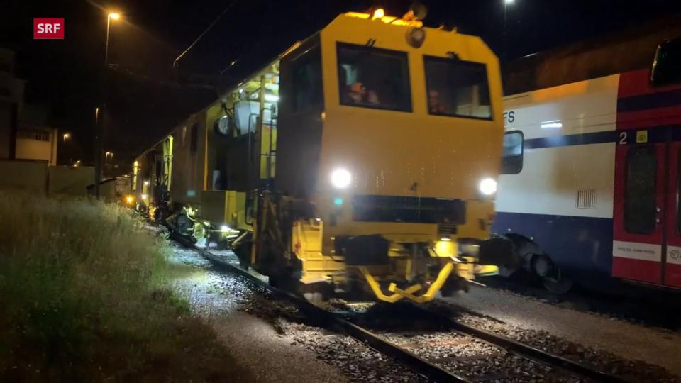 Die B66U fährt zu ihren Einsatzort beim Bahnhof Rapperswil.