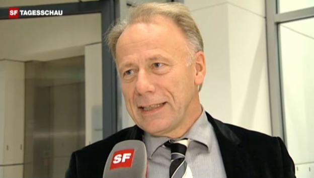 Video «Grünen-Fraktionsvorsitzender JürgenTrittin greift die Schweizer Banken an.» abspielen