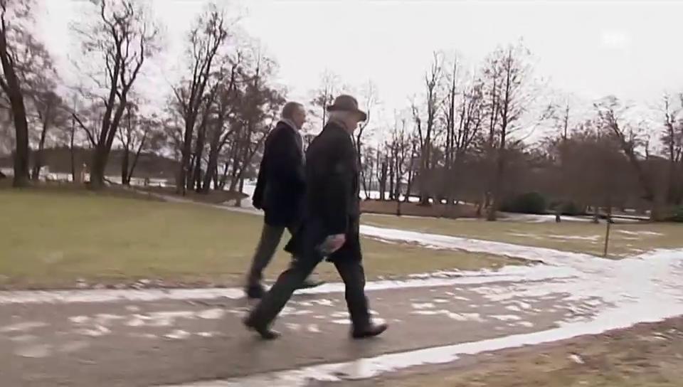 König Carl Gustaf beim Gassi gehen