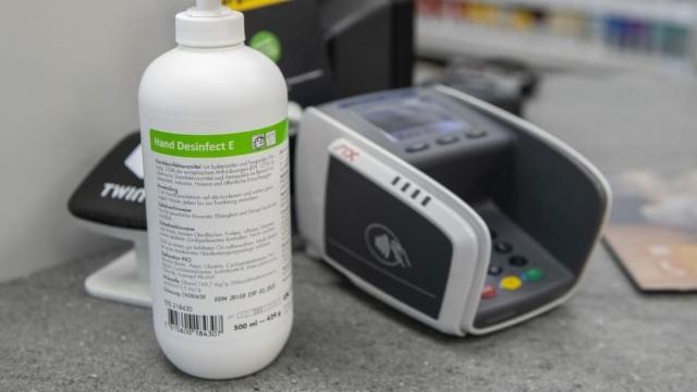Firmen Stellen Produktion Um Desinfektionsmittel Statt Schnaps