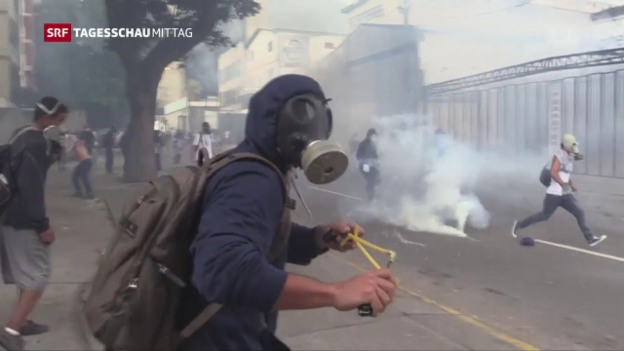 Video «Erneut Strassenschlachten in Caracas» abspielen