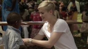 Video «Gereist & geholfen: Dominique Rinderknecht in Kamerun» abspielen