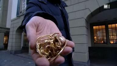 Video «15.12.09: Gierige Altgoldhändler: So zocken sie Kunden ab» abspielen