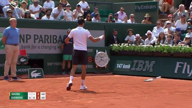 Video «Djokovics Schläger muss dran glauben» abspielen
