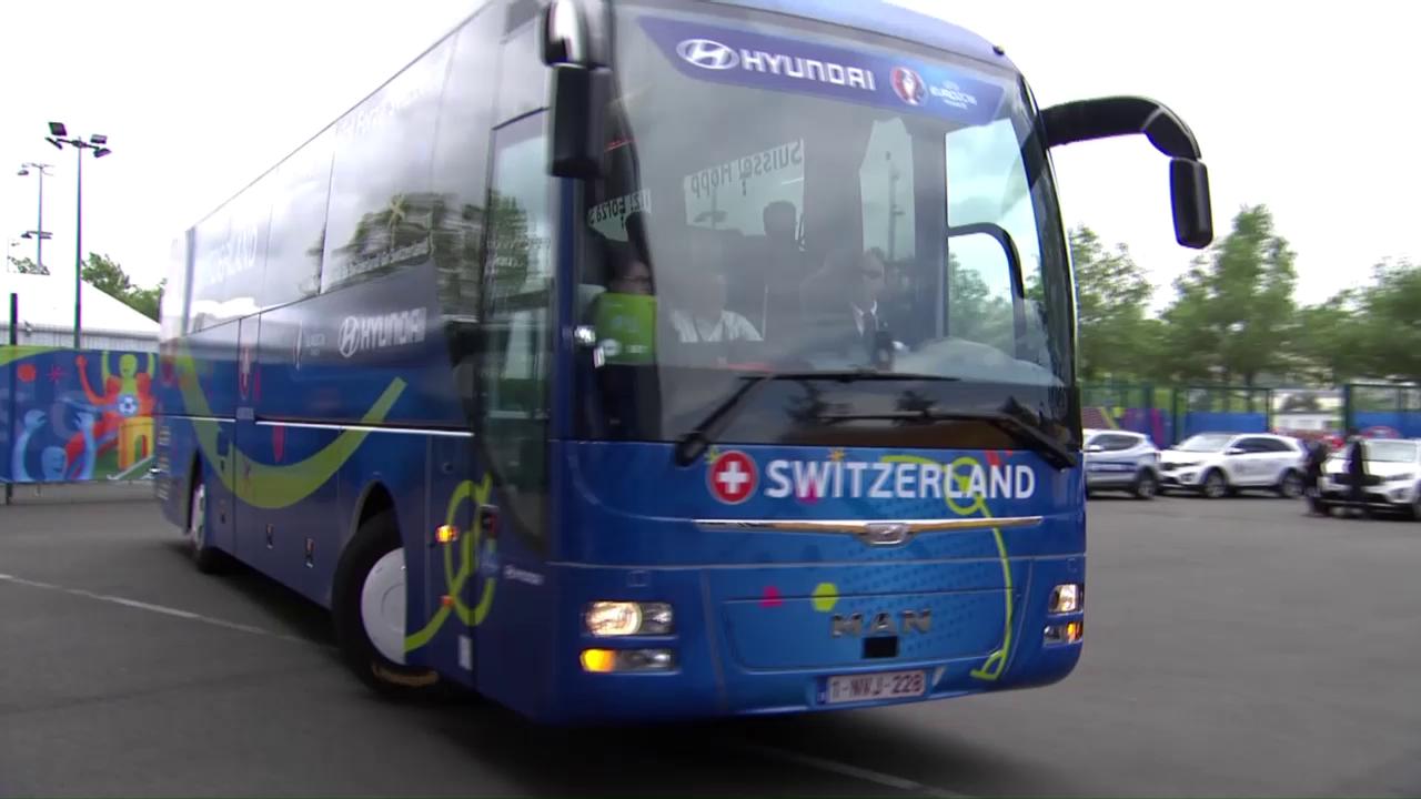 Busfahrt der Nati zum Stadion