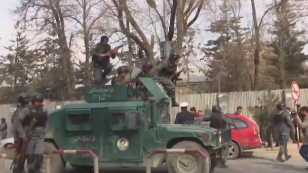 Video «Kämpfer des IS attackieren ein Militärspital in Kabul» abspielen