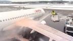 Video «Jet-Enteisung ein notwendiges Übel» abspielen