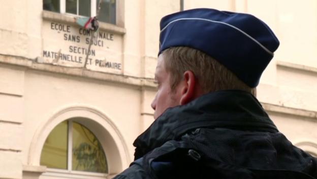 Video «Dem Terror zum Trotz: Schulen wieder offen» abspielen