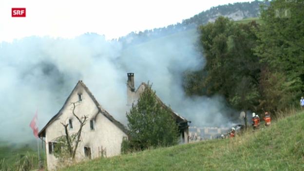 Video «Bauernhaus am Hauenstein niedergebrannt» abspielen