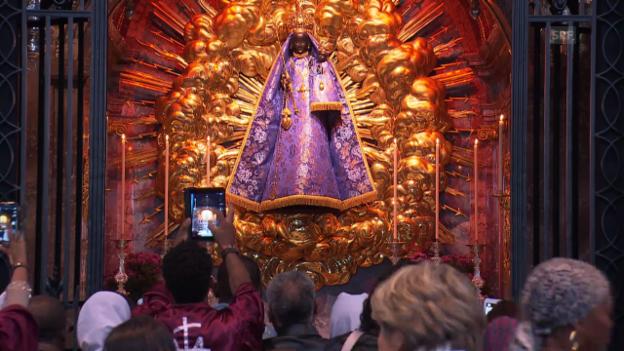 Video «Feier in der Kirche (webexklusiv)» abspielen