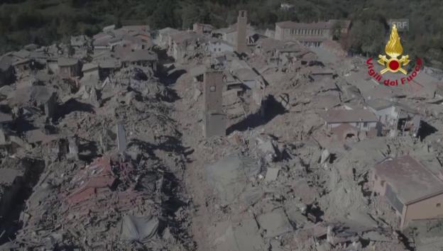 Video «Archiv: Die Ruinen von Amatrice» abspielen