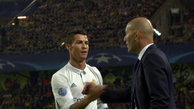 Video «Ronaldo trifft und klatscht dann mit Zidane ab» abspielen