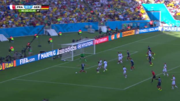 Video «FIFA WM 2014: Benzemas Grosschance gegen Deutschland» abspielen